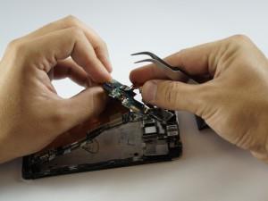 Замена динамика HTC One - Шаг 11.1